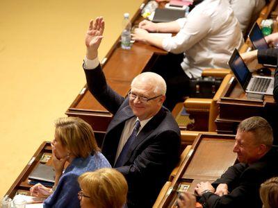 Živě: Poslanci vydali Babiše a Faltýnka policii. Absolutní nesmysl, brání se místopředseda ANO