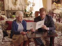 Obamovi žertovali přes internet s princem Harrym. Zábavy se zúčastnila i Alžběta II.