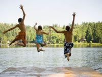 Začátek prázdnin přinese letní teploty přes 30 stupňů. Objeví se ale i bouřky