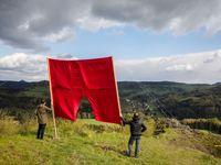 Představujeme vítězné seriály z Czech Press Photo: Od rudých trenek pro Zemana po nepokoje v Německu