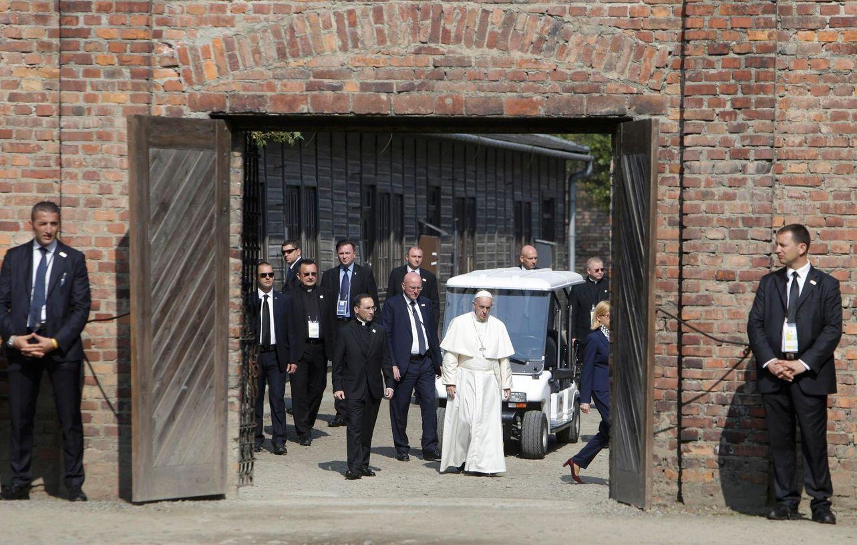Výsledek obrázku pro foto papež františek osvětim
