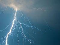 Česko v sobotu zasáhnou bouřky, nárazový vítr, přívalové deště i kroupy