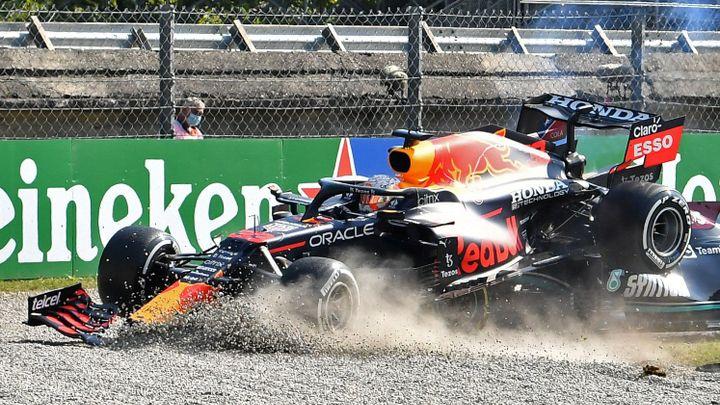 Sestřelení Hamiltona byl taktický faul, tvrdí Mercedes. Jsem rád, že žiju, dodal Brit; Zdroj foto: Reuters