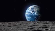 První turista, který má letět k Měsíci, hledá posádku. Zn.: Beru jen umělce