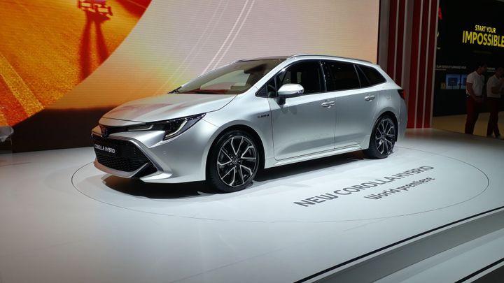 Auris je zapomenut, Corolla se vrací. Toyota oprašuje známé jméno a míří na Octavii