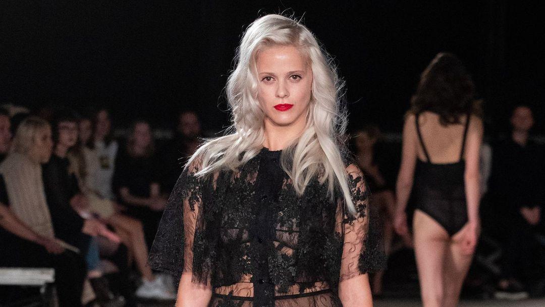 0d28befe1d08 Zprávy z pražského Fashion Weeku  Co nám vzkazují čeští návrháři ...