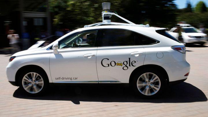 Google začne v létě testovat na silnicích samořídící auto