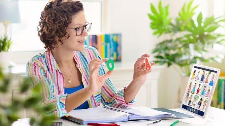 Polovina učitelů nedůvěřuje informacím vlády, mladší berou covid za běžnou nemoc