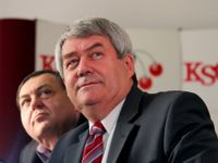 Soudružky a soudruzi, pozdravil Zeman delegáty KSČM. Svět jde nalevo, ale dá to práci, poznamenal