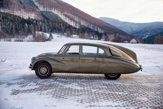 Elegance Tatry 87 je výjimečná, právem se řadí mezi nejkrásnější auta historie.