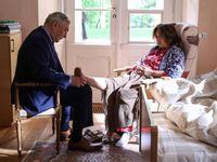 Glosa: Doktor Martin dává lidem to, co chtějí: Donutila