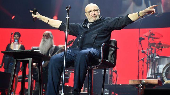 Recenze: Retro se vším všudy. Phil Collins koncert v Praze odzpíval vsedě