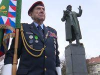 Komunisté v Praze uctili Koněva. Potlačení Maďarů s tím nesouvisí, hájil ho šéf bojovníků za svobodu