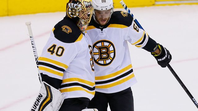 David Pastrňák a Tuukka Rask v play off NHL 2019