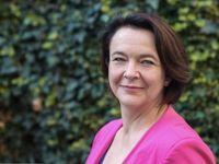 Stát by měl dětem pomáhat, ne z nich dělat dlužníky, říká advokátka Vlachová