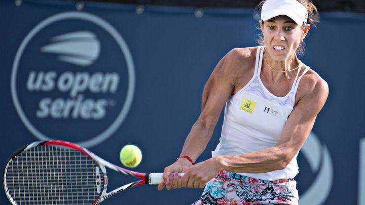 Video: Rumunka si marně stěžovala na povrch, za moment řvala bolestí. WTA čelí kritice