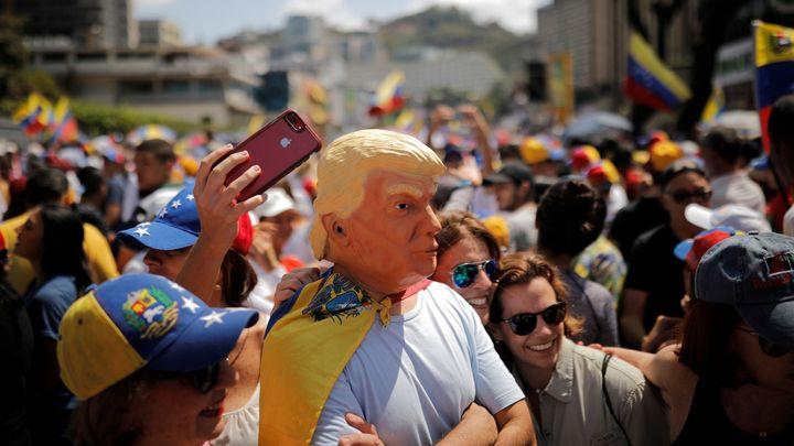 Jeden z posledních kroků Trumpa: na 18 měsíců pozastavil deportace Venezuelanů