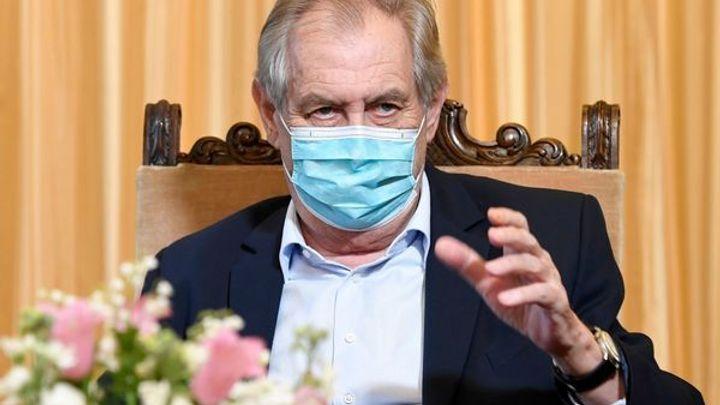 Zeman se ve středu nechá očkovat, v nemocnici zůstane nejméně do čtvrtka