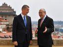 Do důchodu později a vyšší nepřímé daně, radí Česku OECD