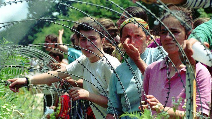Bosna čtvrt století po válce: O smíření se bojuje, mnohé oběti čekají na identifikaci