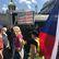 Živě: Okamurovi příznivci zaplňují Václavské náměstí. Přijeli i Wilders a Le Penová
