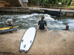 River surfing na Labi