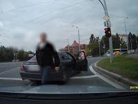 Proti řidiči v Plzni zakročili se zbraní v ruce a v civilu šéfové krajské zásahové jednotky