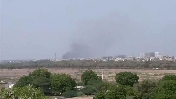 V Pákistánu se zřítilo letadlo se stovkou lidí, nejméně dva cestující přežili