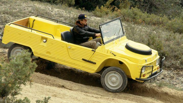 Četnický Citroën slaví půl století. Model Méhari zářil na pláži i v terénu, dnes je to elektromobil