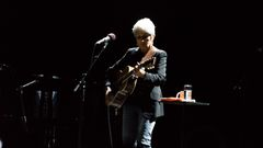 Joan Baez: Imagine.