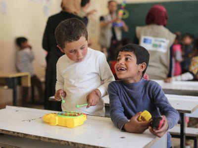 Foto: Tady vládl Islámský stát. Děti se učily počítat bomby i mrtvé
