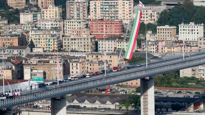 Bojkot rodin obětí i záchranářů. V Janově otevřeli dva roky po tragédii nový most