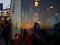V autobusu si nejsme rovni. Běženci musí dozadu, Evropan k nim nesmí. Deník z cesty uprchlíků