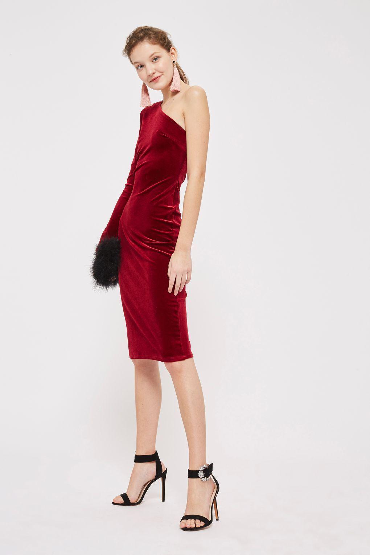 Co si vzít na vánoční večírek  Absolutním hitem jsou červené šaty. 23 26  Prohlédnout znovu Zavřít galerii. šaty ca811335a3