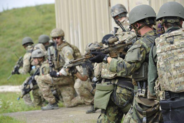 Bojovníci 601. skupiny speciálních sil cvičí například osvobozování rukojmích z područí teroristů.
