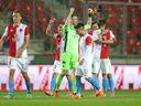 Živě: Slavia - Bordeaux 1:0. Sešívaní po půli vedou, parádně se trefil Zmrhal