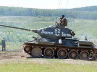 """""""Rudý převrat v Plzni"""". Organizátoři slavností to schytali za sovětský tank"""
