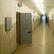 Soud zpřísnil dozorci podmínku za úmrtí vězně po požití metadonu, zaplatí i 800 tisíc