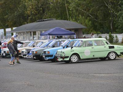 Foto: Letošní velký sraz fanoušků škodovek v obrazech. Tuning, zdá se, nevymřel