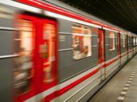 Ve stanici I. P. Pavlova srazilo metro ženu, utrpěla vážné poranění hlavy