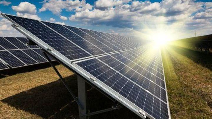 Speciální daň pro solárníky není protiústavní, potvrdil soud