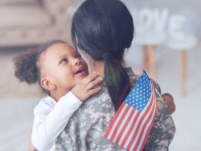 Žena jde do války a muž je s dětmi doma? V budoucnu to bude realita, říká Češka přes gender v NATO