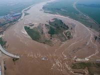 Obří záplavy v Číně. Domovy muselo opustit 16 milionů lidí, jsou desítky mrtvých