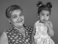 Gádžové, jste hezcí a pracovití, ale buďte také tolerantní, vzkazují Romové na fotografiích
