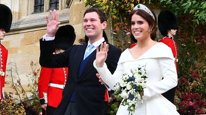 Vnučka Alžběty II. si vzala podnikatele. Na královské svatbě málem létaly klobouky