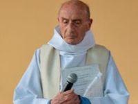 Ozbrojenci donutili kněze poklenout, poté ho zavraždili. Vše si natáčeli, vypověděla řádová sestra