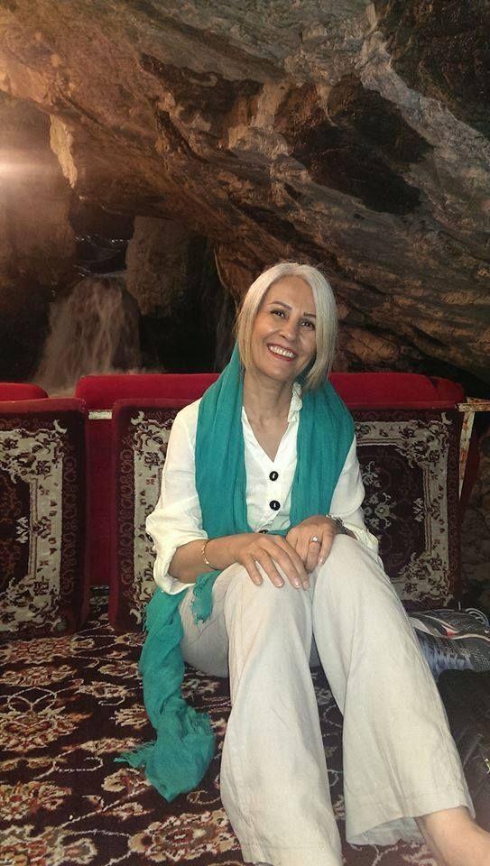 5dfcb0eea98 Íránky se fotí bez pokrývky hlavy. odvážné ženy z Íránu. Foto  Facebook    Stealthy ...