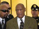 Komik Bill Cosby odsouzen za znásilnění. Soud ho označil za sexuálního predátora