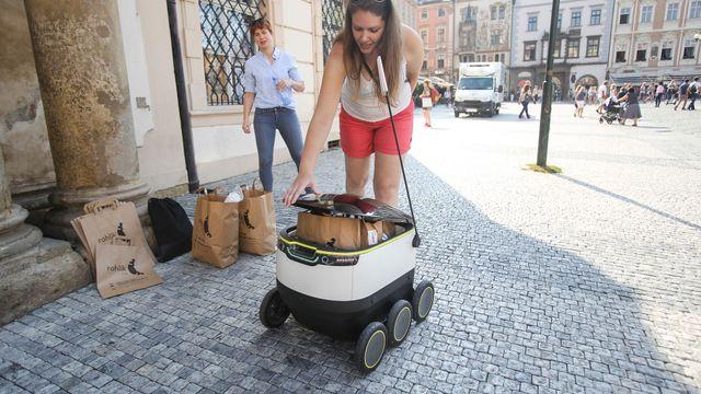 Samodoručovací roboti budou už za rok jezdit po chodnících českých měst.  Nasadit je chce Rohlík.cz - Aktuálně.cz 0b52682b36
