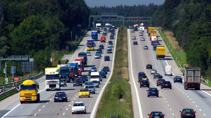 Foto: 10 prověřených pravidel ze zahraničí, která by české dopravě i řidičům prospěla